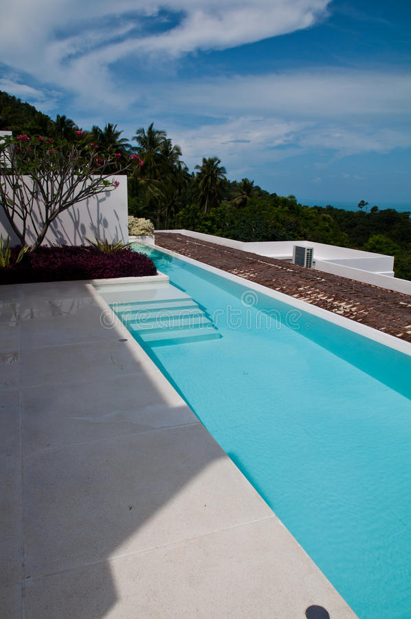 Terraza de la piscina fotos de archivo