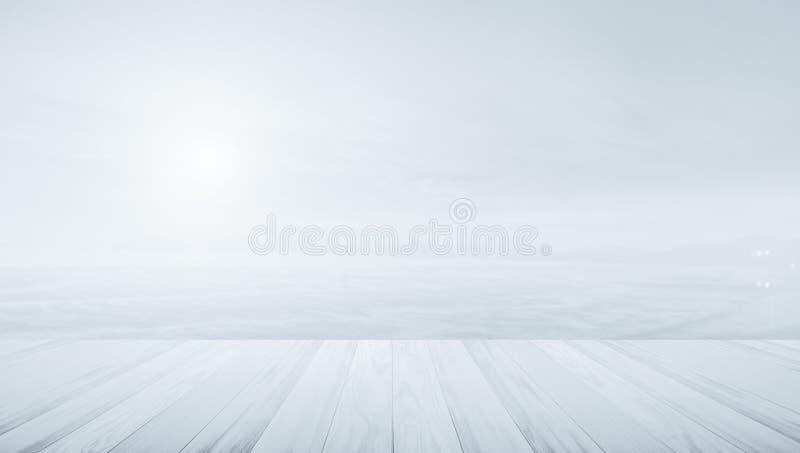 Terraza de madera con el concepto borroso del fondo colores calientes y fotografía de archivo