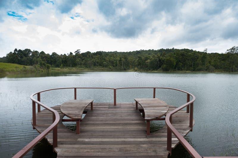 Terraza Del Corazón En El Lago De Yai Del Khoa Foto De