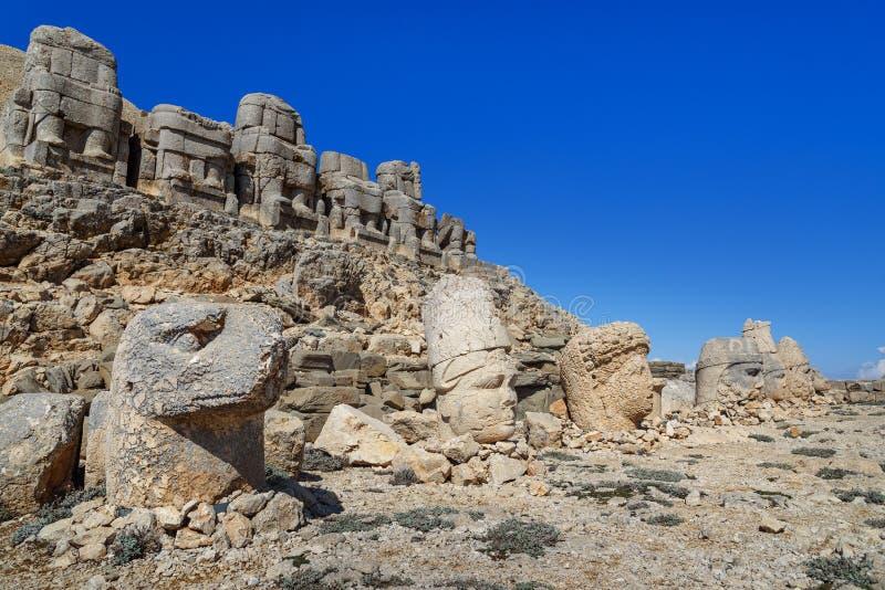 Terraza del este encima de la montaña de Nemrut Turquía imagen de archivo