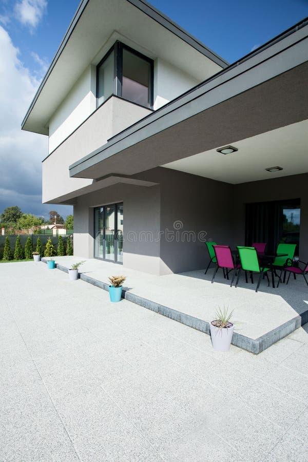 Terraza En Una Casa Lujosa Foto De Archivo Imagen De Verde