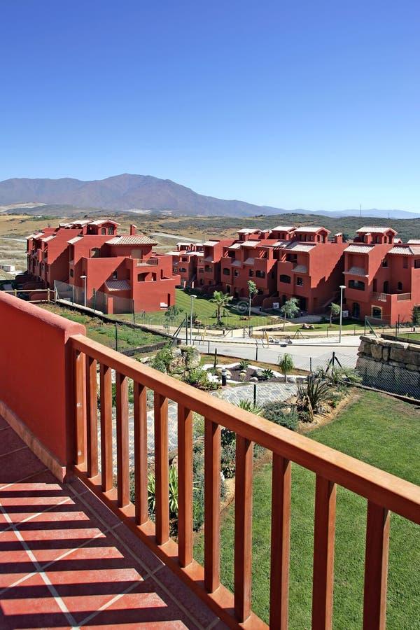 Terraza y vistas del apartamento de lujo en España imagenes de archivo