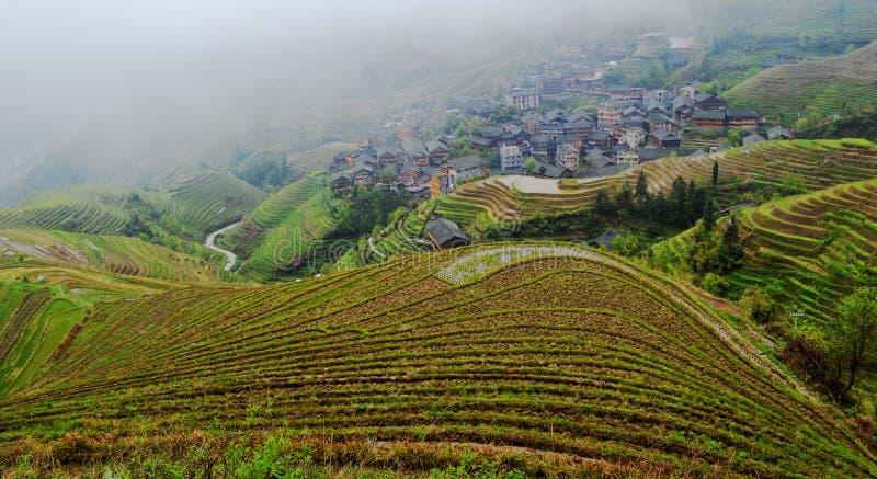 Terrazzi del riso di Longsheng che trascurano il villaggio di Ping'an fotografie stock
