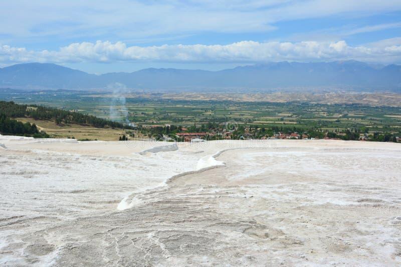 Terrazzi naturali del travertino a Pamukkale, Turchia fotografia stock