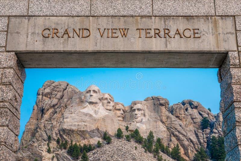 Terrazzo commemorativo nazionale di vista del monte Rushmore grande immagini stock