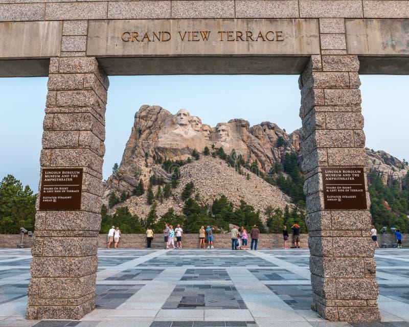 Terrazzo commemorativo nazionale di vista del monte Rushmore grande fotografia stock