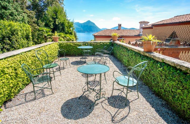 Terrazzo Del Tetto Sopra Il Balcone Del Maggiore Del Lago Fotografia ...