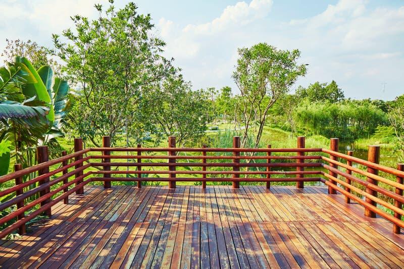Terrazzo di legno fotografia stock libera da diritti