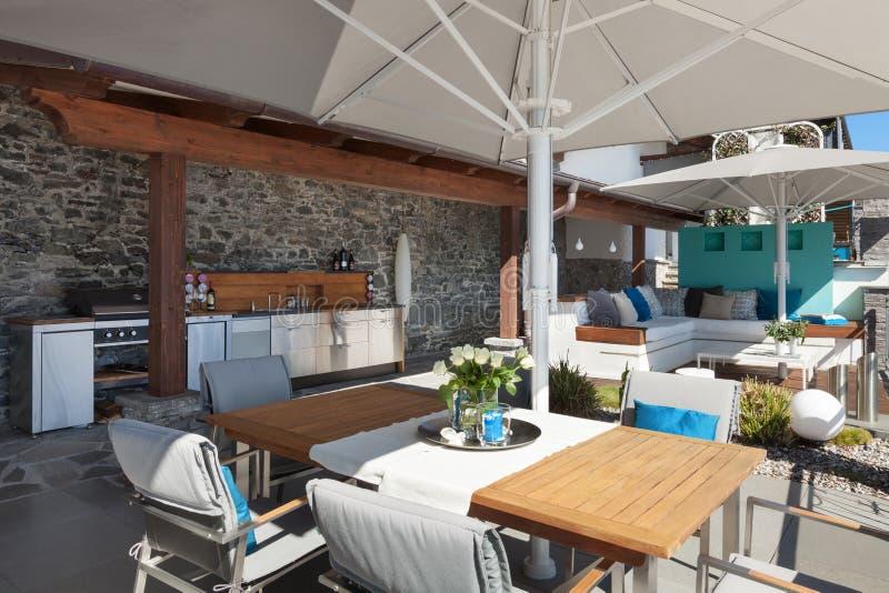 Terrazzo Di Una Casa Di Lusso Fotografia Stock - Immagine di balcone ...