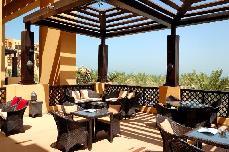 Terrazzo di vista del mare del ristorante esterno fotografia stock
