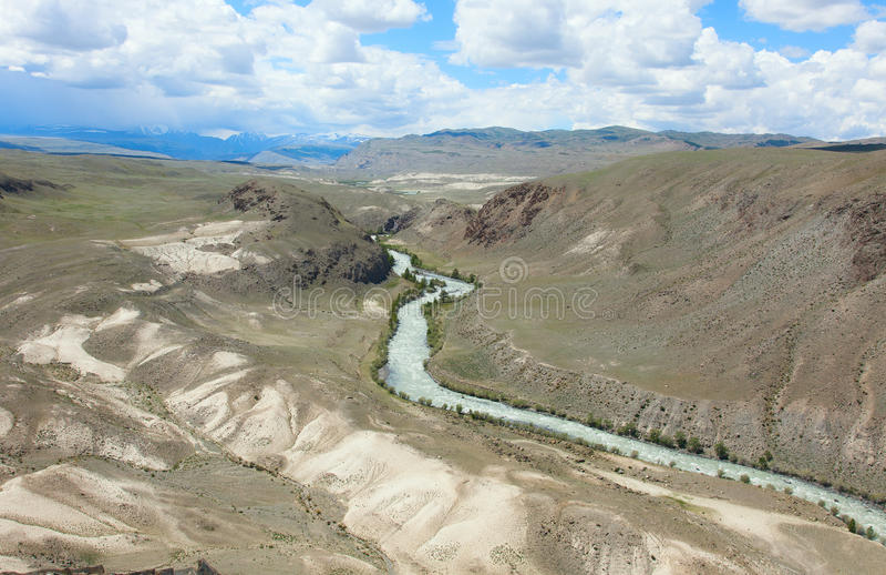 Terrazzo fluviale immagine stock. Immagine di montagne - 90708513