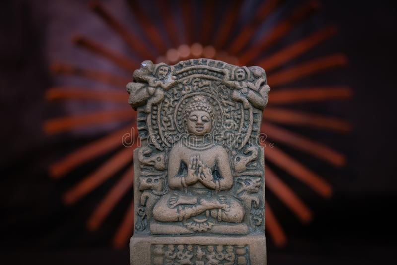 Terre cuite Bouddha de Sarnath, Varanasi, Inde ; un grand professeur de l'univers image stock