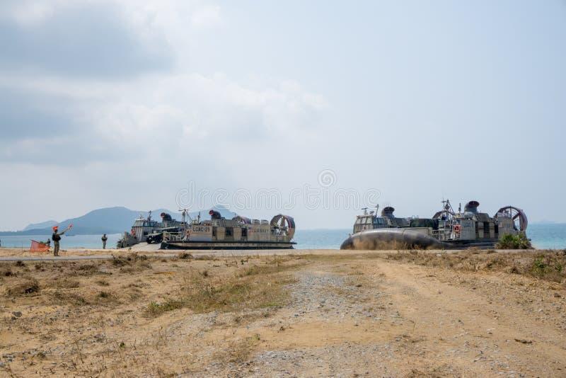 Terre de coussin ou de LCACs des USA Marine Corps Landing Craft Air sur la plage photo libre de droits
