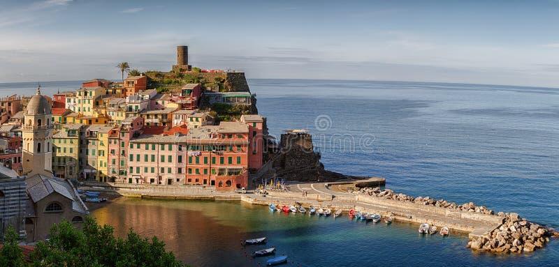 Terre de Vernazza Cinque do panorama. fotos de stock royalty free