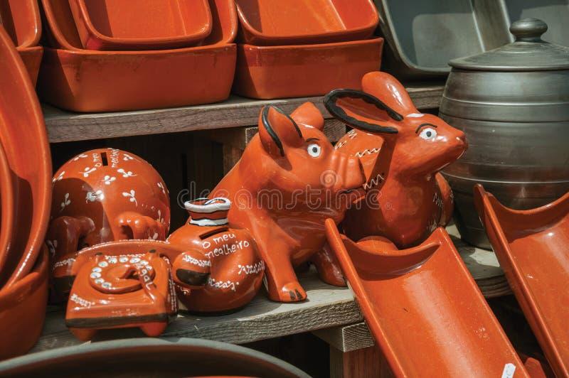 Terrecotte delle terraglie fatte a mano da argilla al forno verniciata fotografia stock libera da diritti