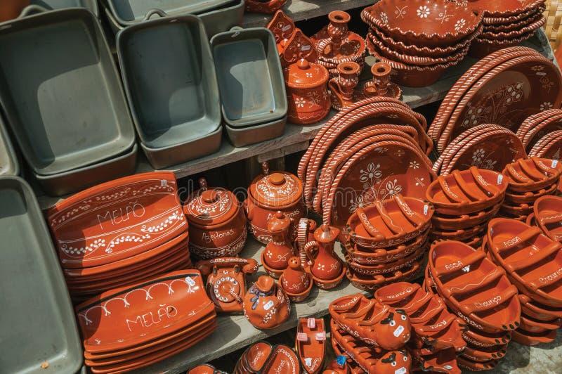 Terrecotte delle terraglie fatte a mano da argilla al forno verniciata immagini stock