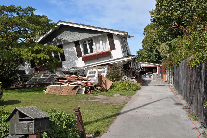 Terremoto de Christchurch - colapsos da casa de Avonside imagens de stock