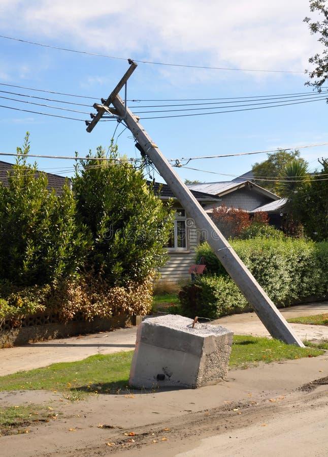 Terremoto de Christchurch - derrumbamiento de postes de potencia fotografía de archivo