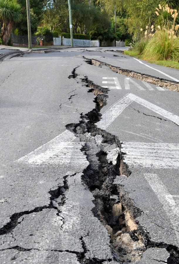Terremoto de Christchurch - rachaduras em Avonside imagem de stock royalty free