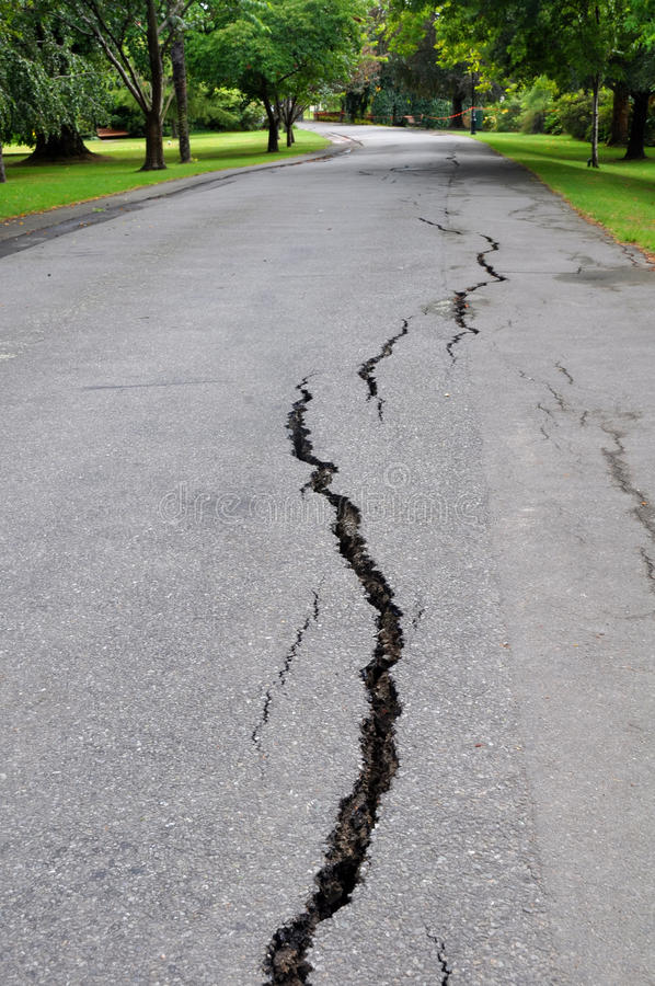 Terremoto de Christchurch - rachaduras no vale de Mona fotografia de stock