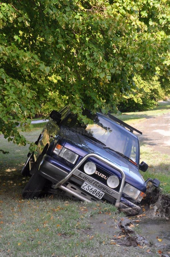 Terremoto di Christchurch - l'automobile cade nella crepa fotografia stock