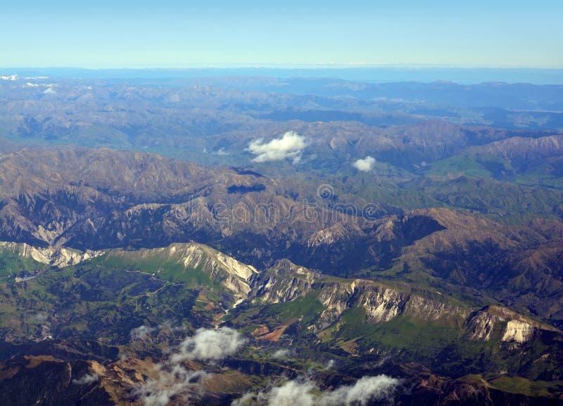 Terremoto Faultine y resbalones en valles de la montaña detrás de Kaikoura fotografía de archivo