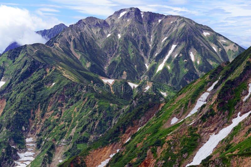 Terreno alpino de las montañas septentrionales en Japón imagen de archivo