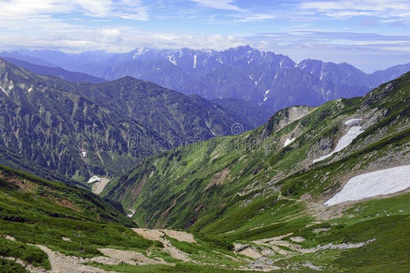 Terreno alpino en el soporte Karamatsu, montañas de Japón foto de archivo