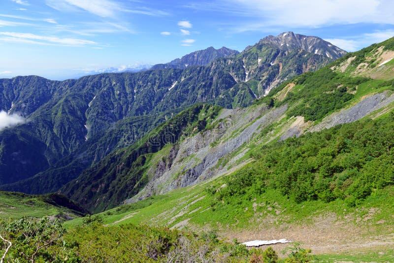 Terreno alpino en el soporte Karamatsu, montañas de Japón fotografía de archivo