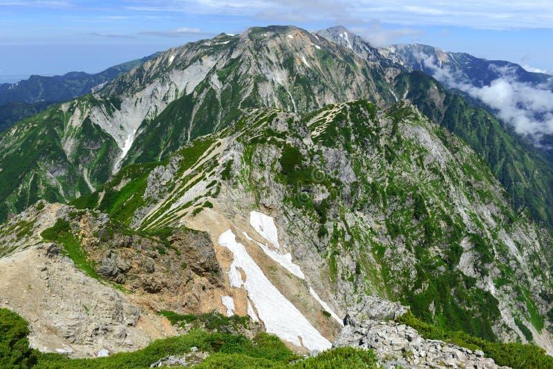 Terreno alpino en el soporte Karamatsu, montañas de Japón imagen de archivo