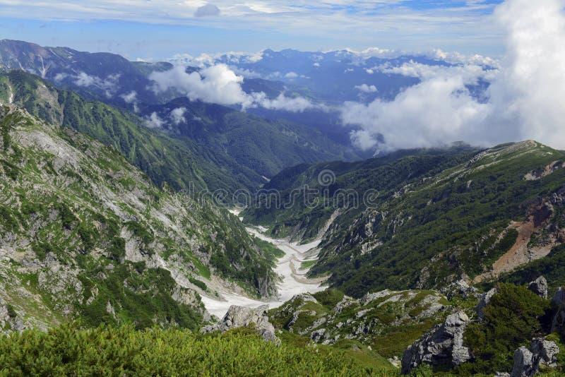 Terreno alpino en el soporte Karamatsu, montañas de Japón imagen de archivo libre de regalías