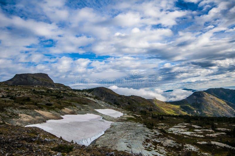 Terreno alpino montañoso imagen de archivo libre de regalías