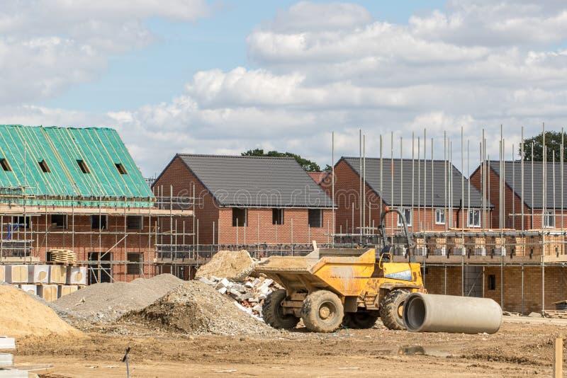 Terreno de construção da indústria da construção civil Casas em várias fases de foto de stock royalty free