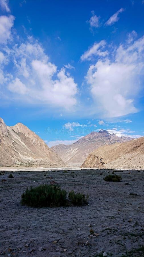Terreno del rastro del senderismo K2, gama de Karakoram, Paquistán, Asia imagen de archivo
