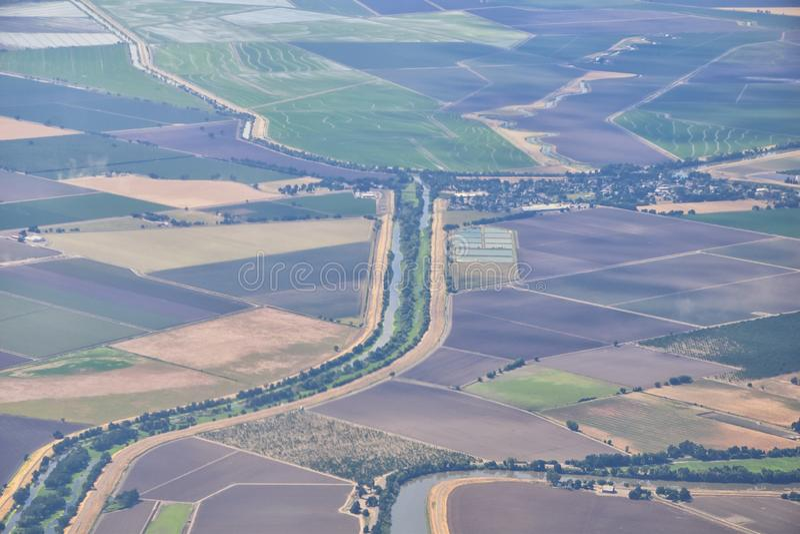 Terres cultivables rurales autour de Sacramento aérien de l'avion, y compris la vue d'agricole environnant rural, paysage la Cali photographie stock