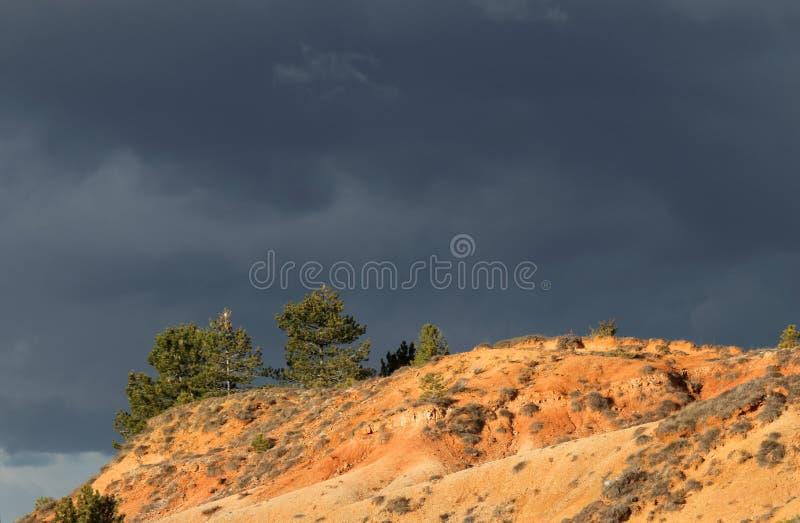 Terres ocres rouges ou marne ocre dans Corbieres, France photos stock