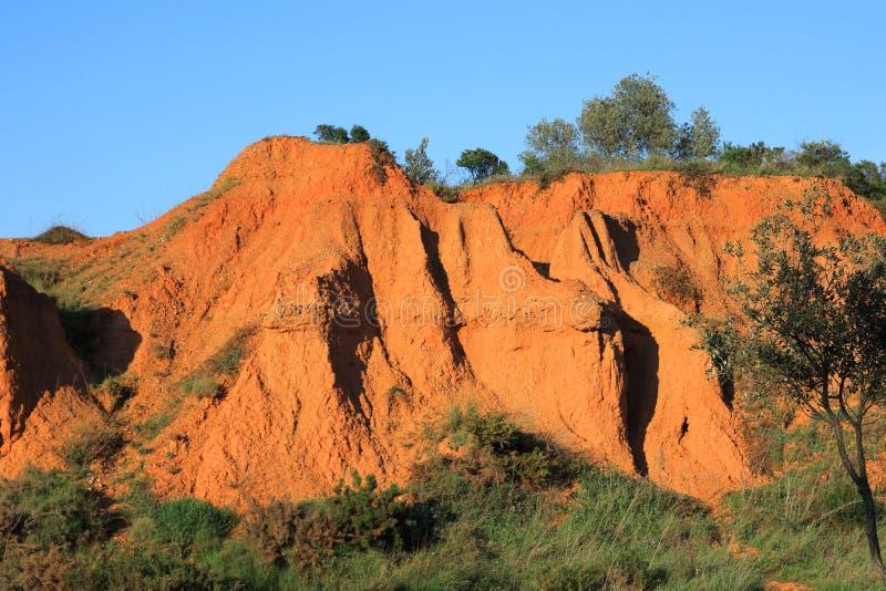 Terres ocres rouges ou terres ocres dans Pyrénées, Frances photos libres de droits