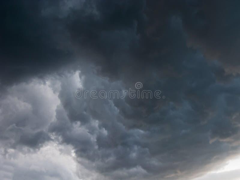 Terrible, nuages de tempête photo stock