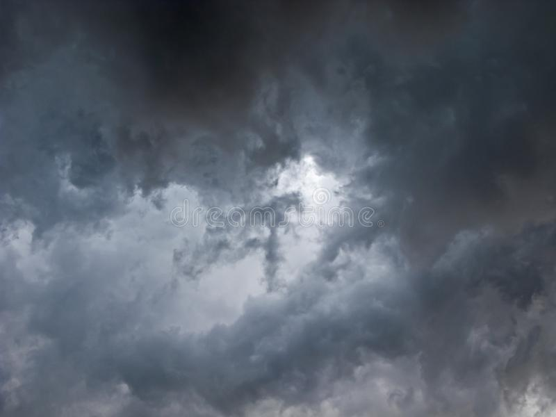 Terrible, nuages de tempête photos stock