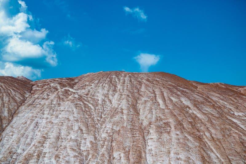 Terrikon - usyp, sztuczny bulwar od jałowych skał Minować, jałowi rozsypiska kopalnie i kopalnictwo rośliny, obraz stock