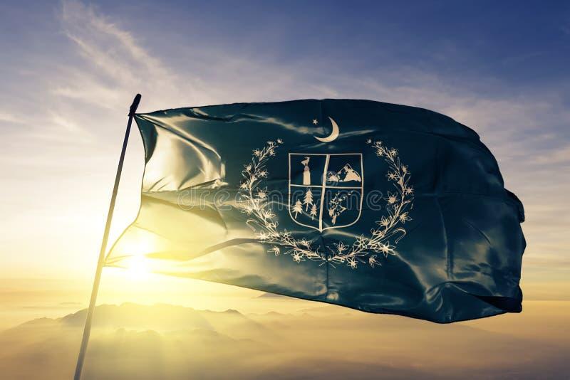Territoire autonome de Gilgit-Baltistan du tissu de tissu de textile de drapeau du Pakistan ondulant sur le brouillard supérieur  illustration de vecteur