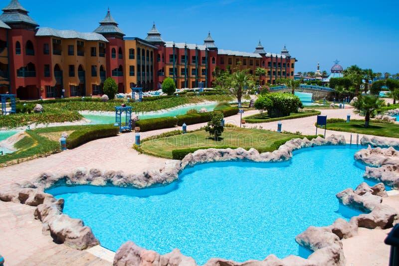Territoriet av hotellet drömmer strandsemesterorten med den stora pölen, Egypten arkivbild
