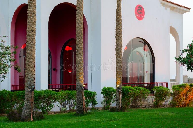 Territorio del hotel del ex Savita centro turístico 5 de Siva Sharm * en tiburones aúlla, el Sharm el Sheikh, Egipto Restaurante  fotos de archivo libres de regalías