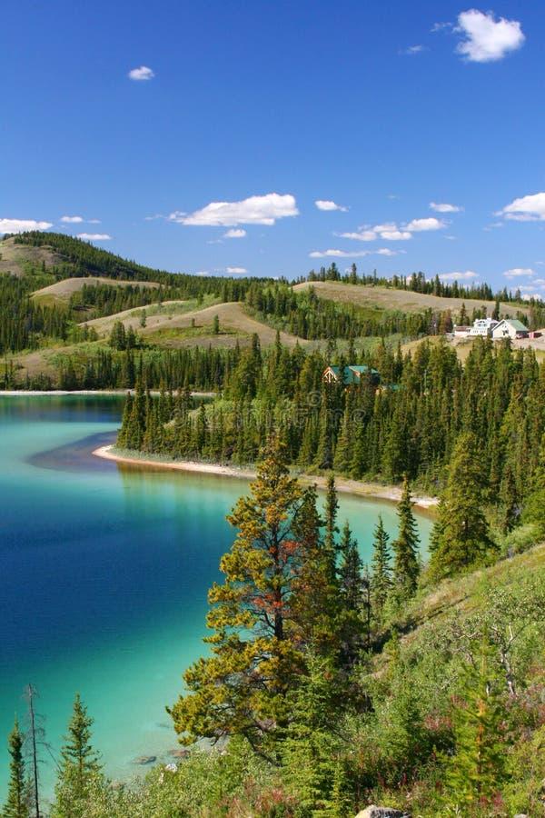 Territorio del lago verde smeraldo, yukon immagini stock libere da diritti