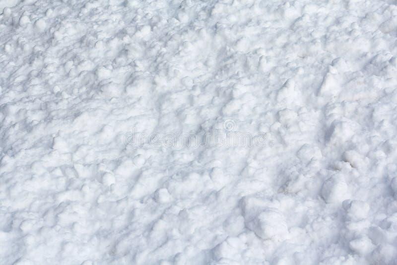 Terrones de la nieve iluminados por la luz imagenes de archivo