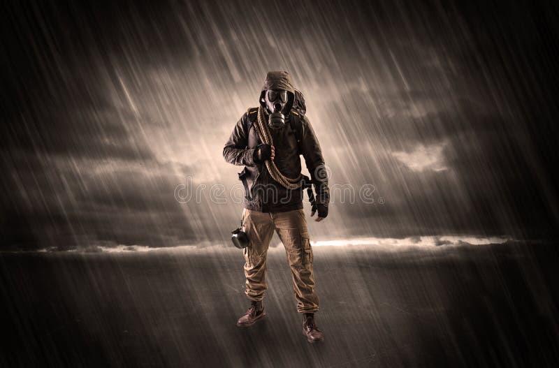 Terrorist i ett rum med vapen på hans hand royaltyfri illustrationer