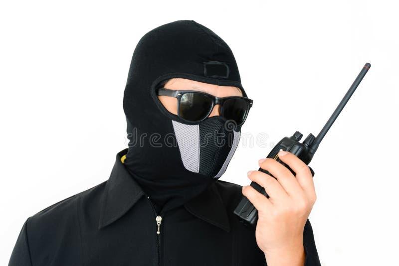 Terrorist met sunglass en walkie-talkie stock foto