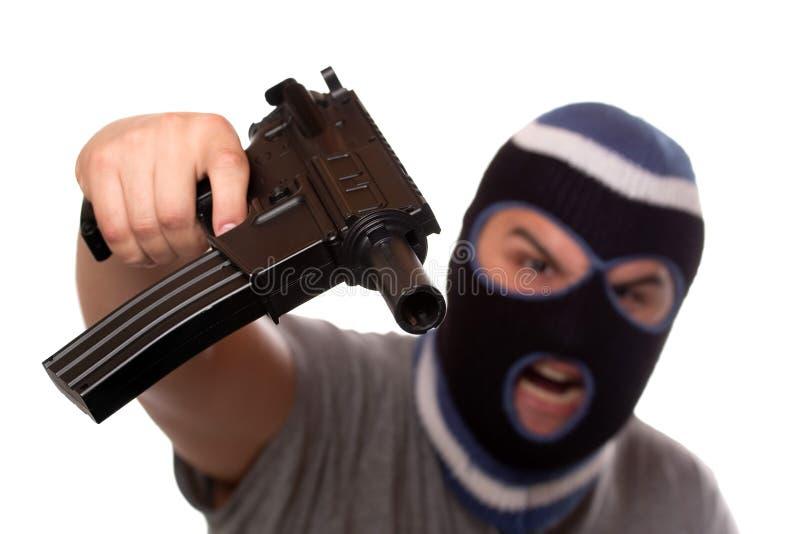 Terrorista que señala un arma automática foto de archivo libre de regalías