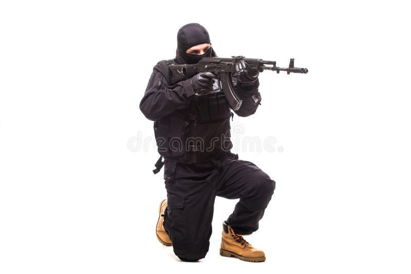 Terroriste avec la mitrailleuse d'isolement sur le fond blanc photo stock