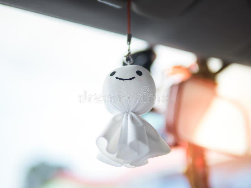 Teru teru bozu 相信带来好天气或防止雨的日本微笑玩偶 免版税图库摄影
